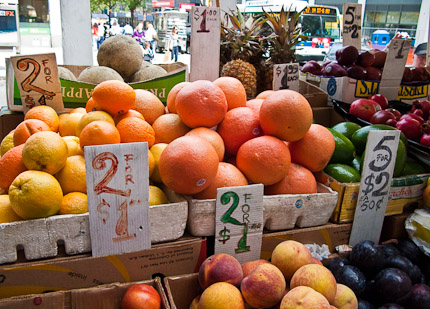 Schrambling_100929_fruit cart for pom_-7