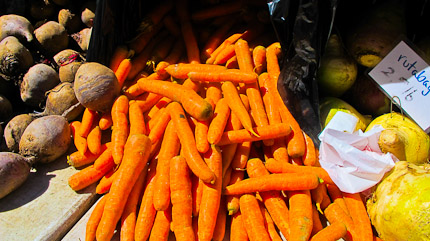 Schrambling_carrots at columbia greenmarket-9667