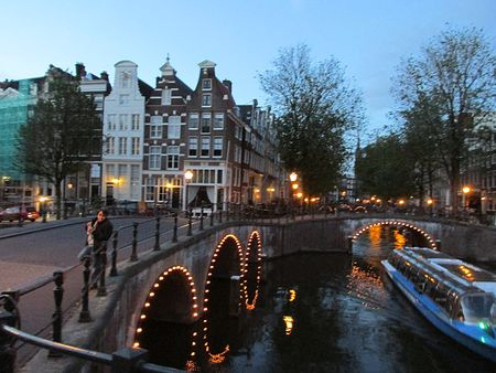 Amsterdam-at-night-rk