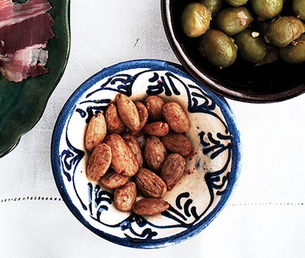 Paprika almonds