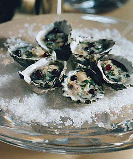 Oysters_and_wine_2