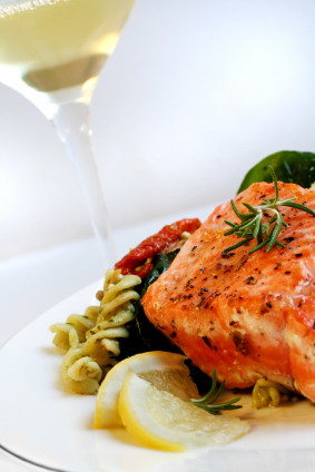 White_wine_and_salmon