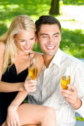 Couple_with_champagne_glasses