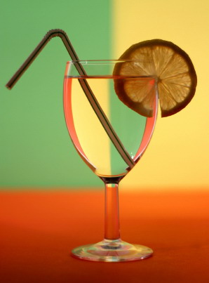 Wine_glass_with_straw