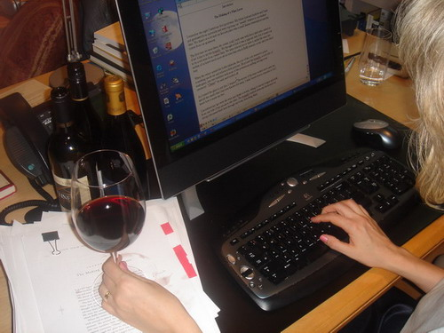 Computer_working_with_wine