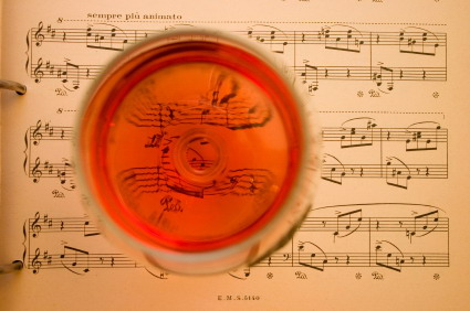 Wine_on_music_sheet