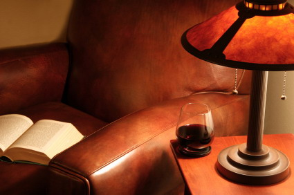 Armchair_with_book_and_wine