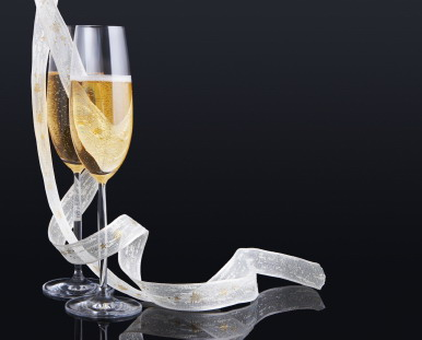 Champagne_glasses_on_black
