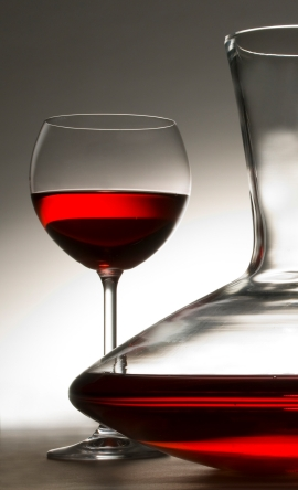 Carafe_of_red_wine