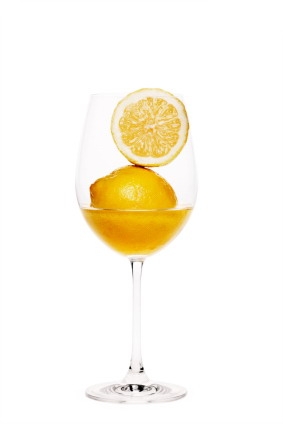 Lemons_in_wine_glass